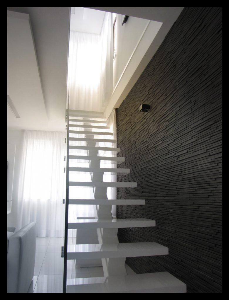 Интериор на апартамент декоративно стълбище